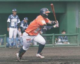【愛媛MP―徳島】9回裏愛媛MP2死満塁、渡部が右前に2点適時打を放ち3-6とする=今治球場
