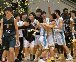 3年ぶり5度目の優勝を決めて喜ぶ筑波大の選手たち=東京・駒沢体育館