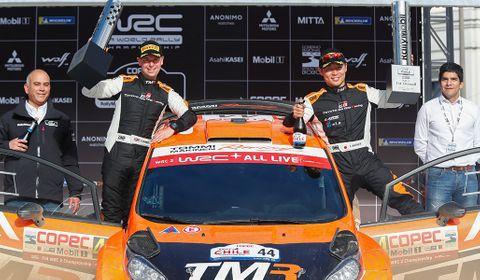 「ラリー・チリ」のWRC2で勝利し、喜ぶ勝田(右から2人目)(C)TOYOTA GAZOO Racing