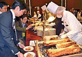 県産食材で作った多彩な料理が並んだ食材博
