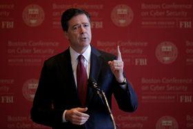 2017年3月、ボストンの大学で講演するコミー前FBI長官(ロイター=共同)