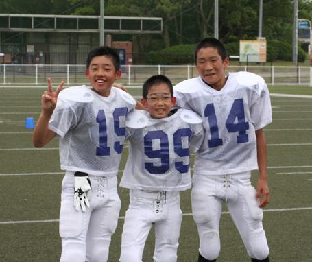 バンタム(中学生チーム)の左から吉田優一君、大野倫君、岩間祐希君=写真提供:OSAKAマーヴィーズ