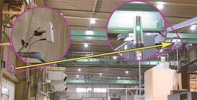 左側の壁に設置したカメラから、離れた位置にある機械の積層信号灯を検出する様子