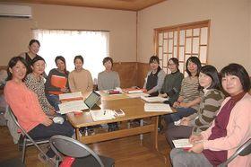 アクティードの介護施設に勤務する女性スタッフ