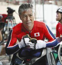 男子100メートル(車いす)決勝で3位の伊藤智也=共同