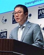 記者会見する大戸屋ホールディングスの窪田健一社長=18日午後、東京都中央区