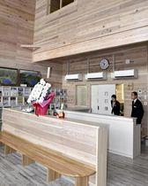 裏磐梯観光協会の窓口や休憩スペースがある施設内