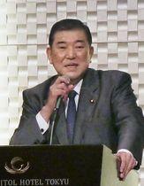 東京都内で講演する自民党の石破元幹事長=23日午後