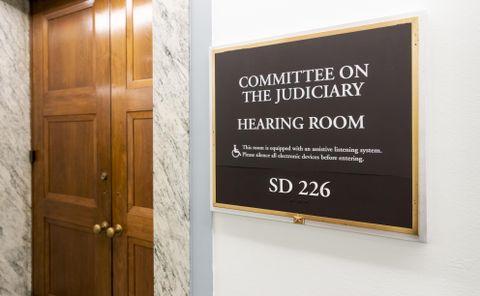 告発女性、議会証言に同意