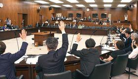 健康増進法改正案を与党などの賛成多数で可決した参院厚労委=12日午前