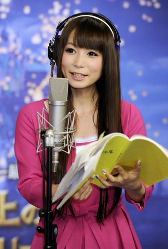 アニメ「アイシールド21」で瀧鈴音の声を担当し、昨年のJXBではハーフタイムショーを務めた中川翔子さん=2010年、東京都内