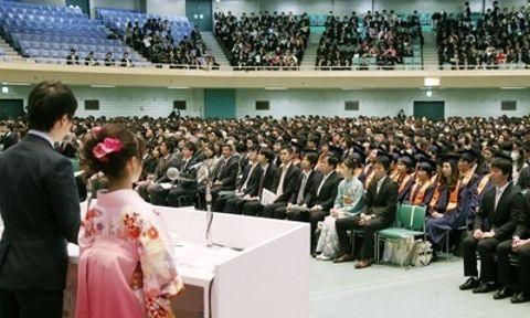 震災で中止の入学式実施   法政大、卒業式に合わせ