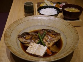 1日限定3食の「鯛のかぶと煮定食」