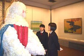 高校3年間の集大成となる作品が並ぶ卒業制作展=菊川市半済