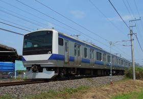 交流区間を疾走、直流区間に向かう常磐線E531系=茨城県取手市