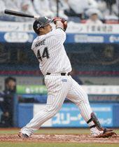 3回ロッテ2死、井上が右越えに逆転満塁本塁打を放つ=ZOZOマリン