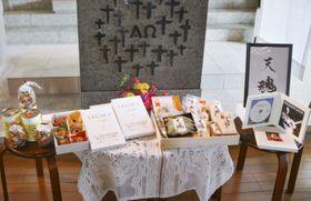 ローマ法王フランシスコに献上する長崎の名産品など=17日、長崎市
