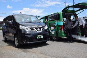 青森市のリンクタクシーが導入している日産の「NV200」。車両後部から車いす利用者が乗車できる