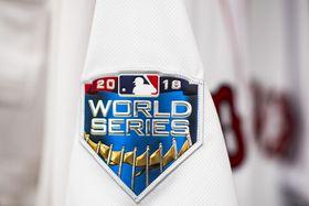 選手の袖に縫い付けられたワールドシリーズのロゴ=22日、ボストン(ゲッティ=共同)
