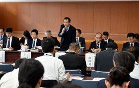 台風24号による農林水産関係被害への支援対策を説明する農水省の担当者=12日午前、宮崎市・県土地改良会館