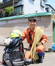 秦野市で女性初の山岳救助隊員となった土方さん=同市消防署