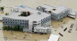 西日本豪雨で浸水した岡山県倉敷市の「まび記念病院」=2018年7月8日