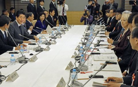 11月30日、首相官邸で開かれた「人生100年時代構想会議」