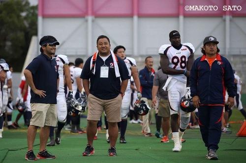 今シーズン、ノジマ相模原ライズのコーチとして選手にげきを飛ばした多聞さん=撮影:MAKOTO SATO