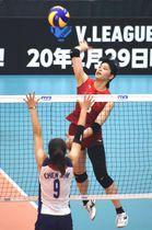 日本―台湾 第1セット、スパイクを放つ吉野=深谷市総合体育館