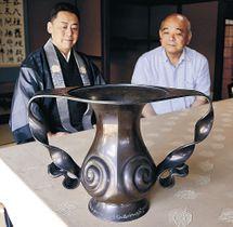 福井市の青山さんから常福寺に戻った花瓶=小将町